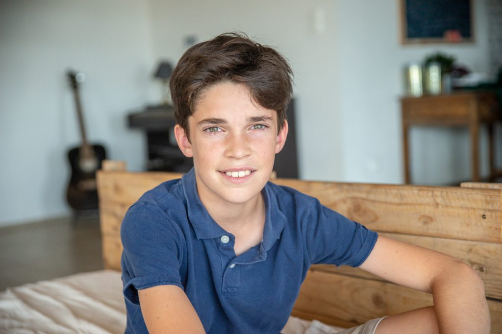 Portrait d'un jeune adolescent à son domicile . Photo Studio Polidori